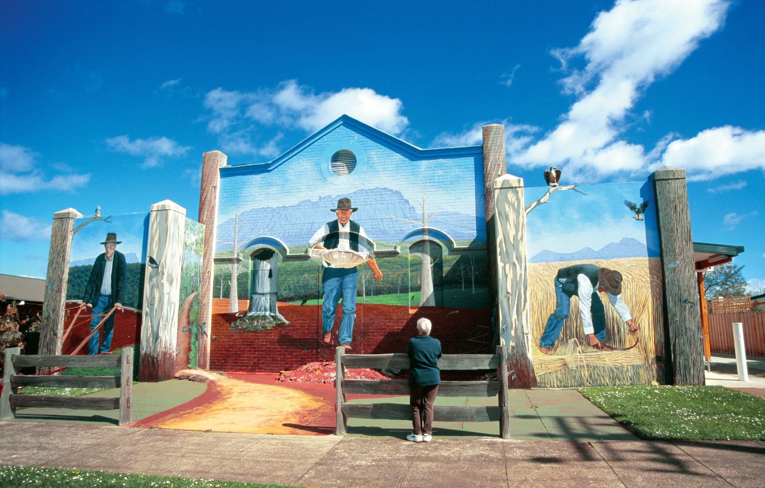 See the Sheffield Murals on your Lap of Tasmania road trip