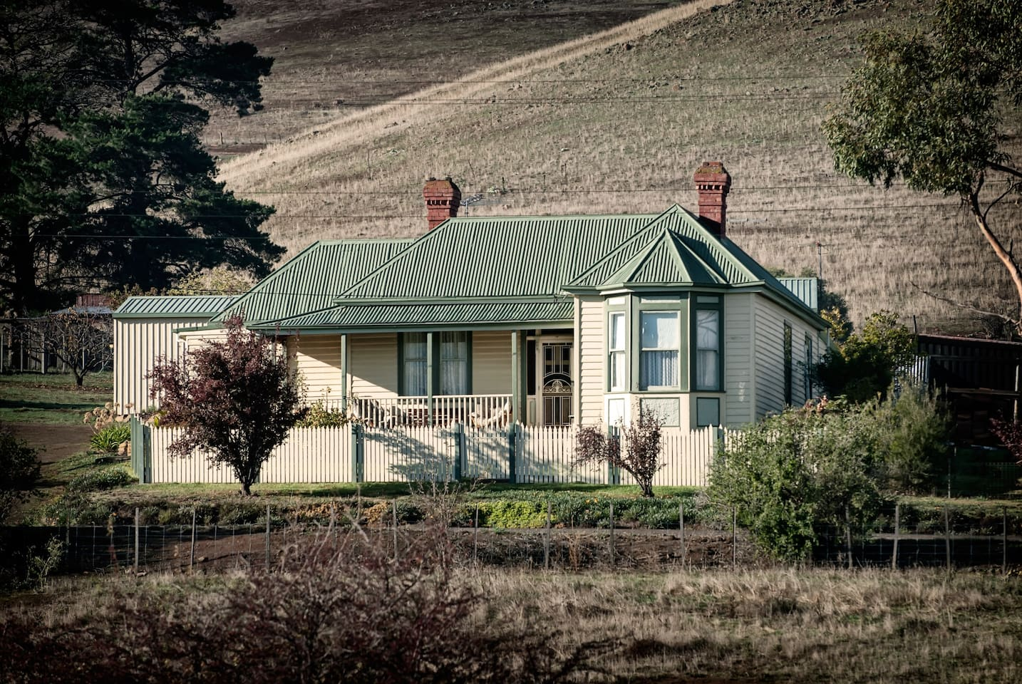 Bonnie Brae Lodge is an excellent Derwent Valley accommodation option on your Lap of Tasmania road trip